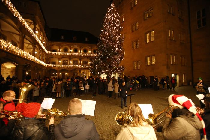 Wann Beginnt Der Weihnachtsmarkt In Stuttgart.Punsch Und Posaunen Auf Dem Stuttgarter Weihnachtsmarkt Cvjm